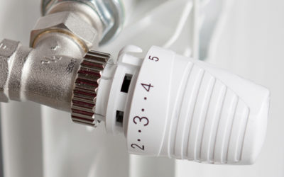 Válvula con cabezal termostático instalada en un radiador